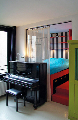 bed and breakfast in vibrant amsterdam bed and breakfast blog. Black Bedroom Furniture Sets. Home Design Ideas